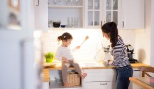 mom and daughter in kitchen (istock)